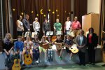 Das Kinderzupfensemble sowie die Living Guitars